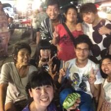 タイ人のタイ人の為のナイトマーケットでパフォーマンス!Part 2