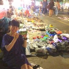 タイ人のタイ人の為のナイトマーケットでパフォーマンス!Part 1